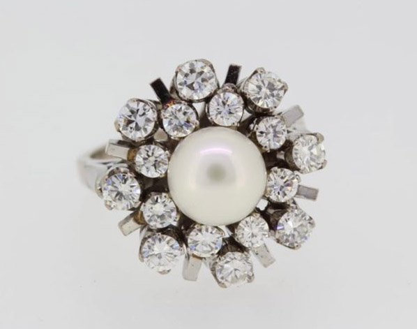 A 7.5MM AKPOYA PEARL AND 1.30CT DIAMOND RING, CIRCA 1970. (size J, G/I colour)