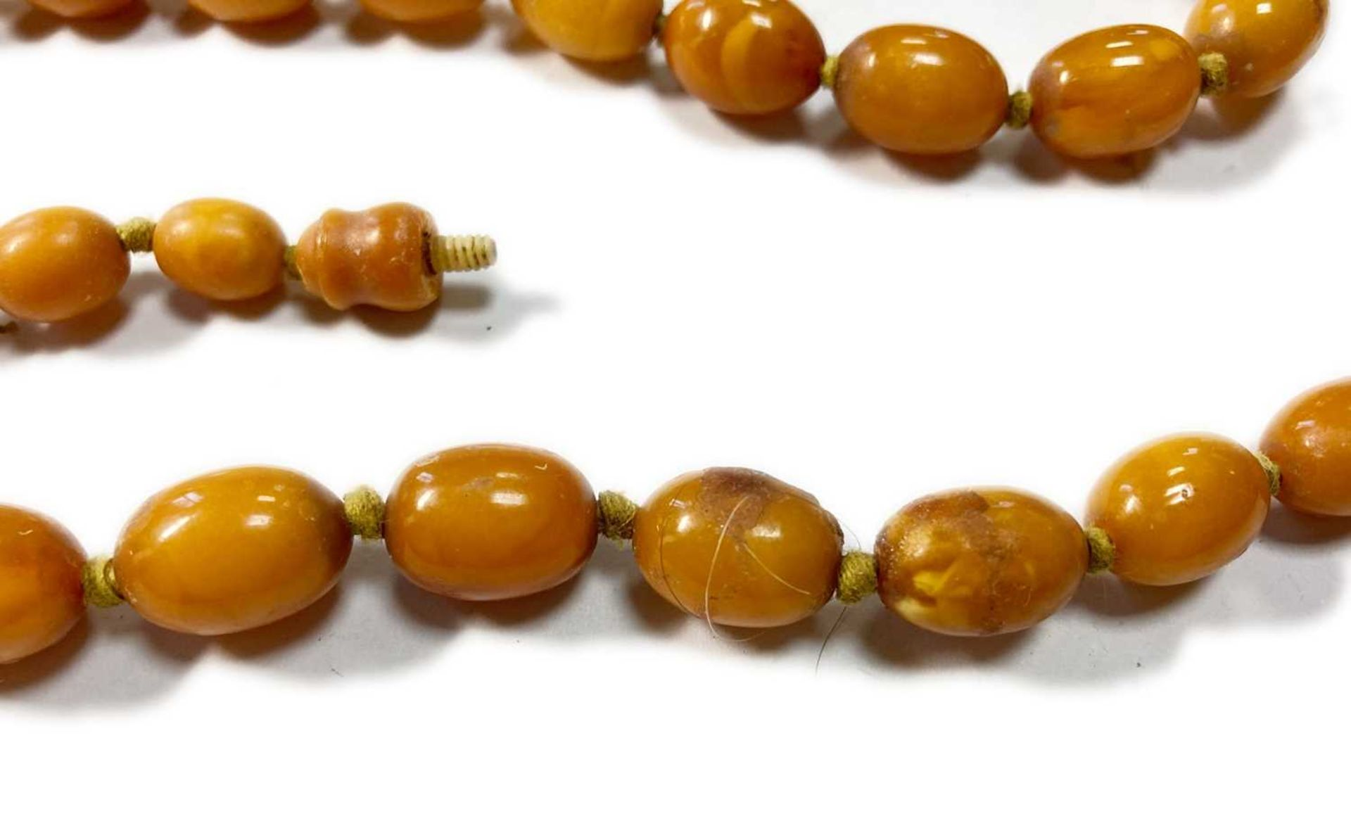 A single row graduated olive-shaped butterscotch amber bead necklace, - Image 11 of 12