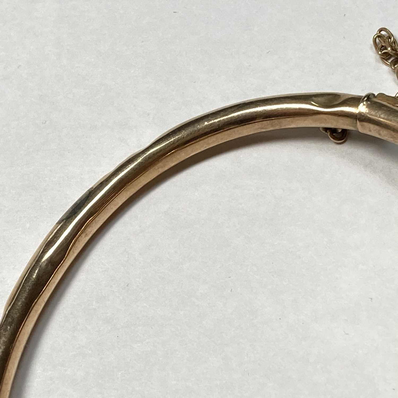 A gold opal set hollow hinged bangle, - Image 6 of 8