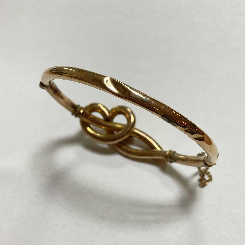 A gold opal set hollow hinged bangle, - Image 3 of 8