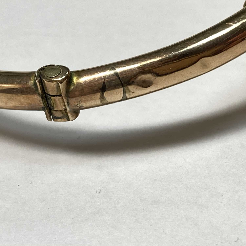 A gold opal set hollow hinged bangle, - Image 4 of 8