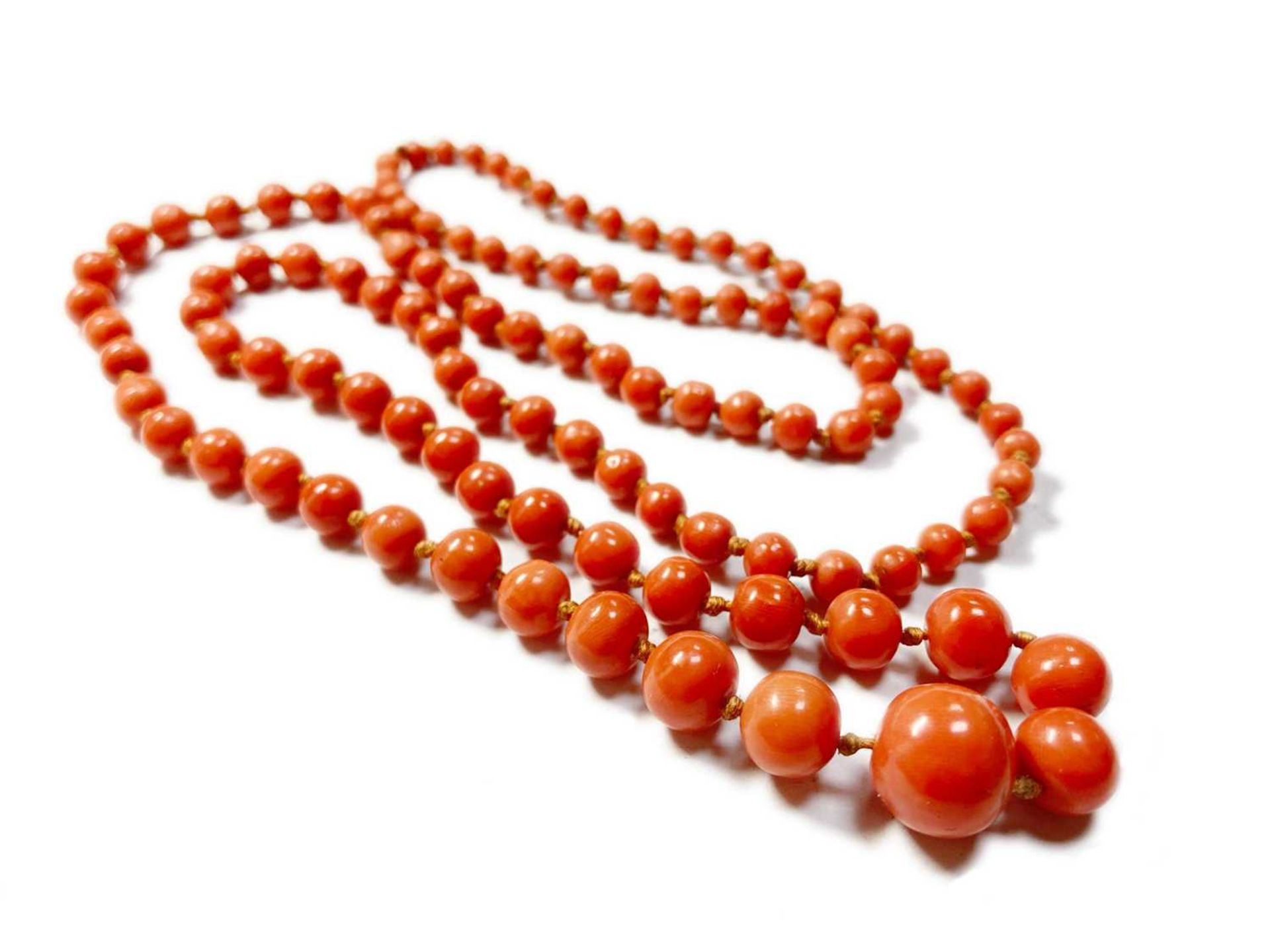 A single row graduated coral bead necklace, - Image 2 of 12