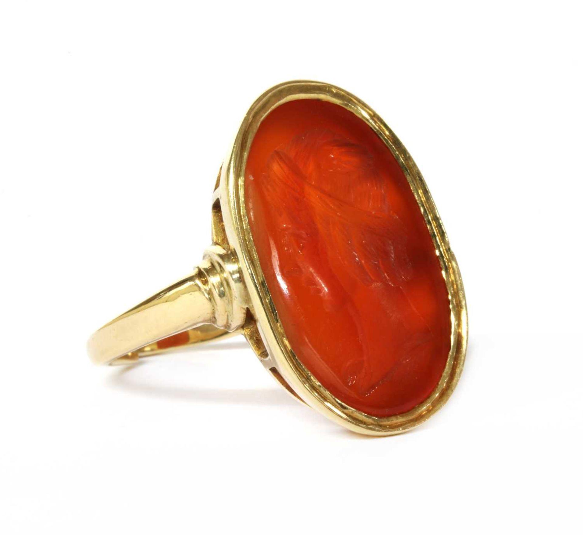 A gold intaglio hardstone signet ring,