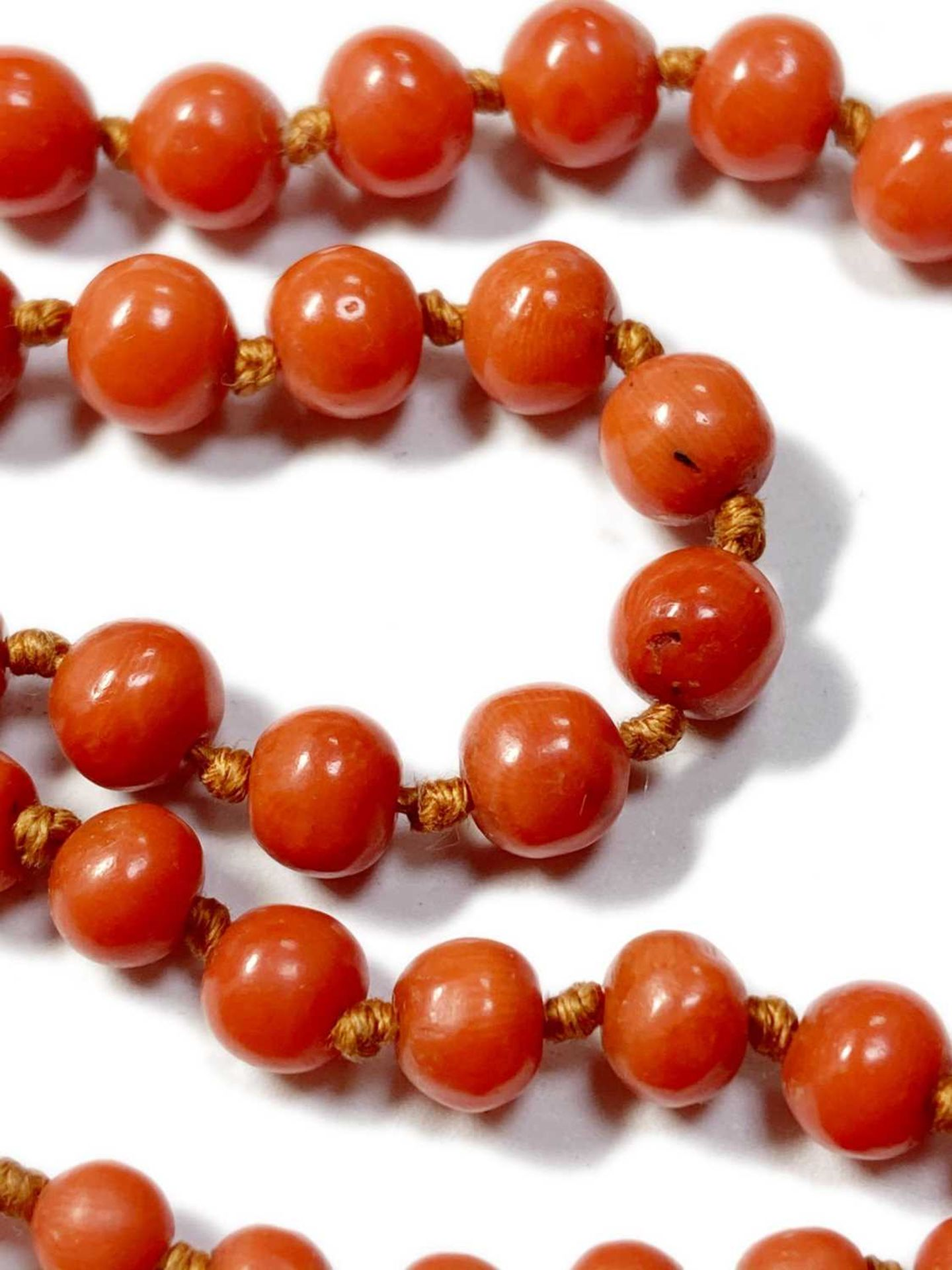 A single row graduated coral bead necklace, - Image 6 of 12