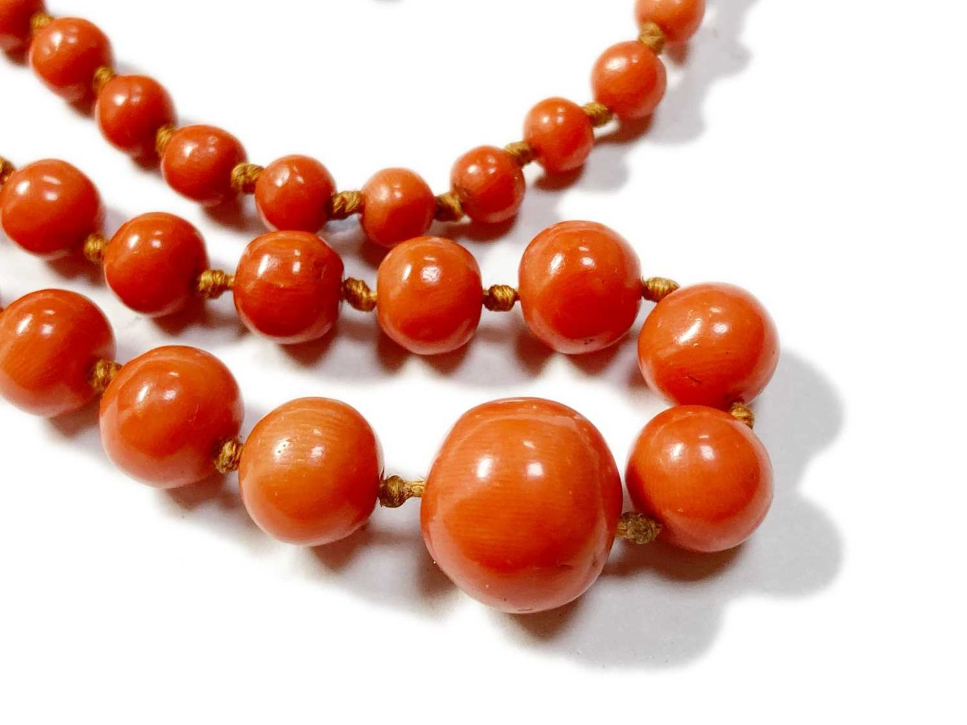 A single row graduated coral bead necklace, - Image 4 of 12
