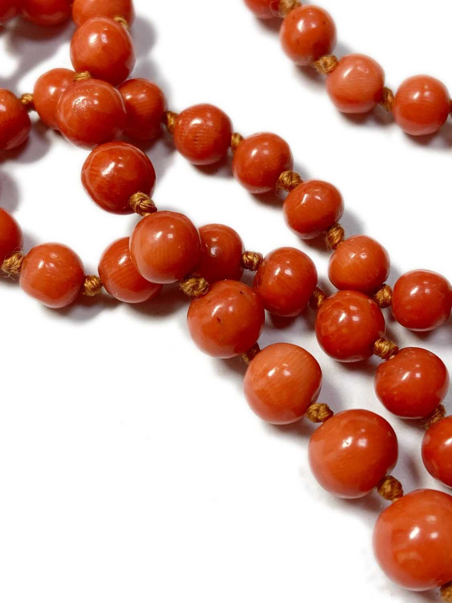 A single row graduated coral bead necklace, - Image 9 of 12