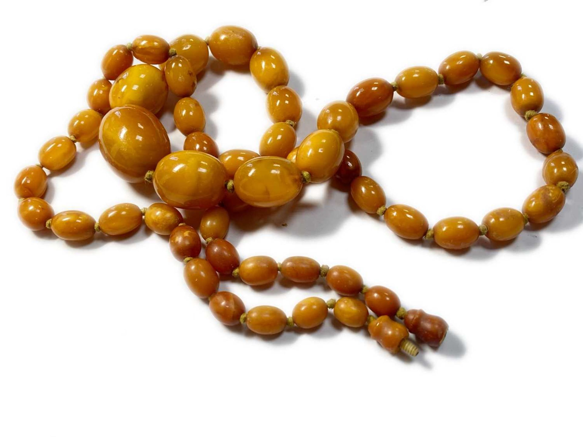 A single row graduated olive-shaped butterscotch amber bead necklace, - Image 2 of 12