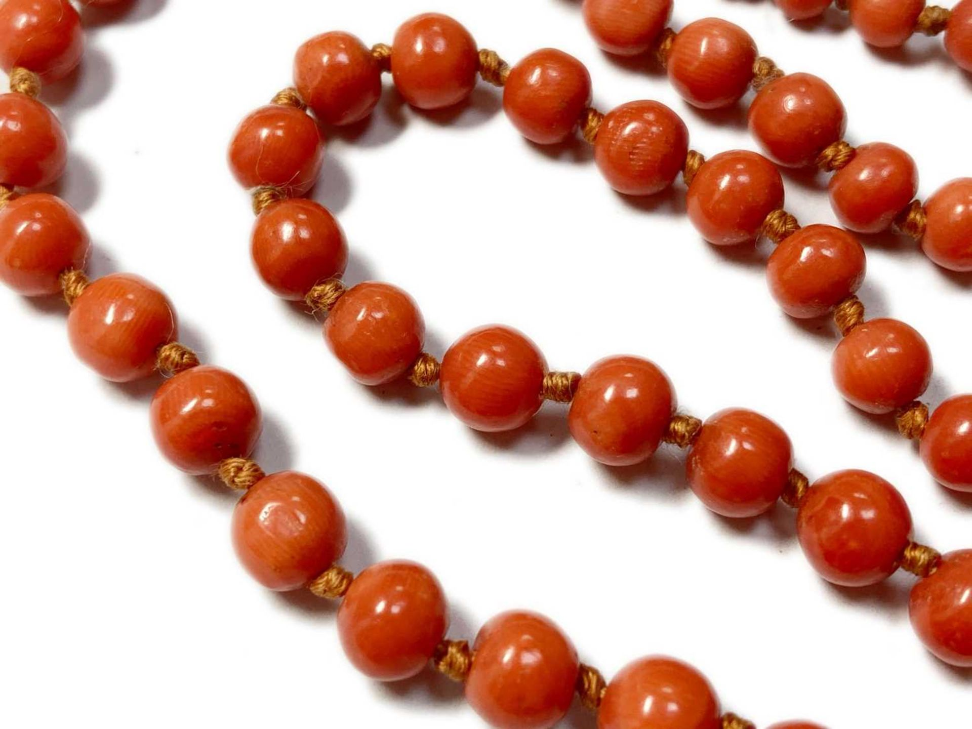 A single row graduated coral bead necklace, - Image 11 of 12