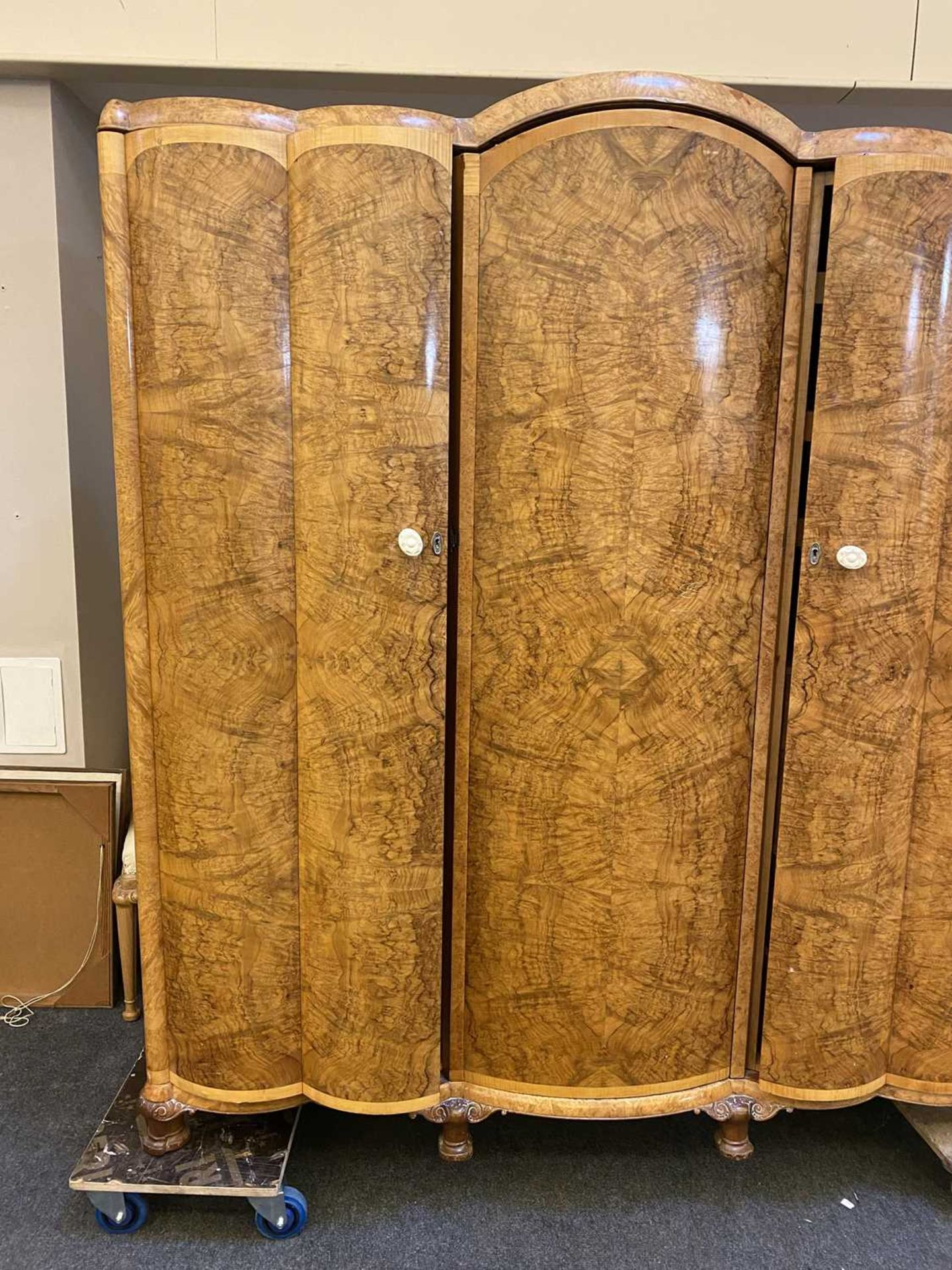 An Art Deco burr walnut and maple bedroom suite, - Image 37 of 45