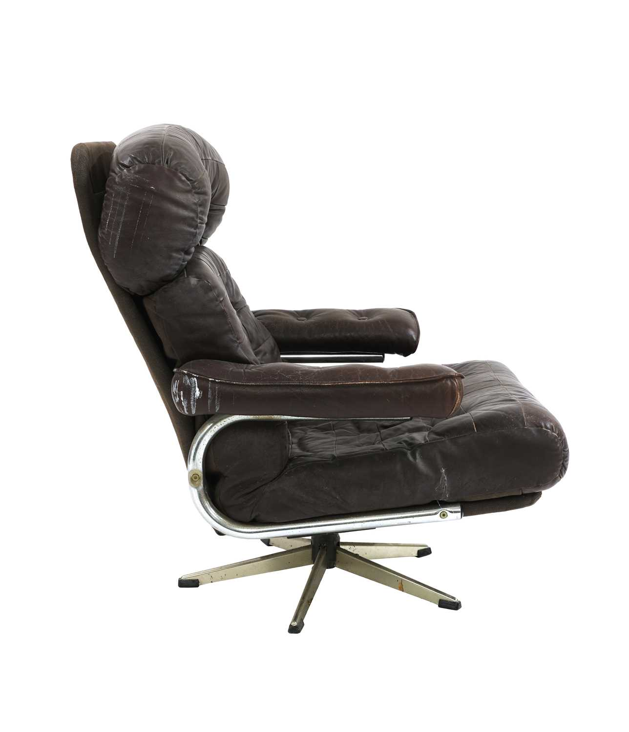 A chocolate leather lounger, - Image 4 of 4