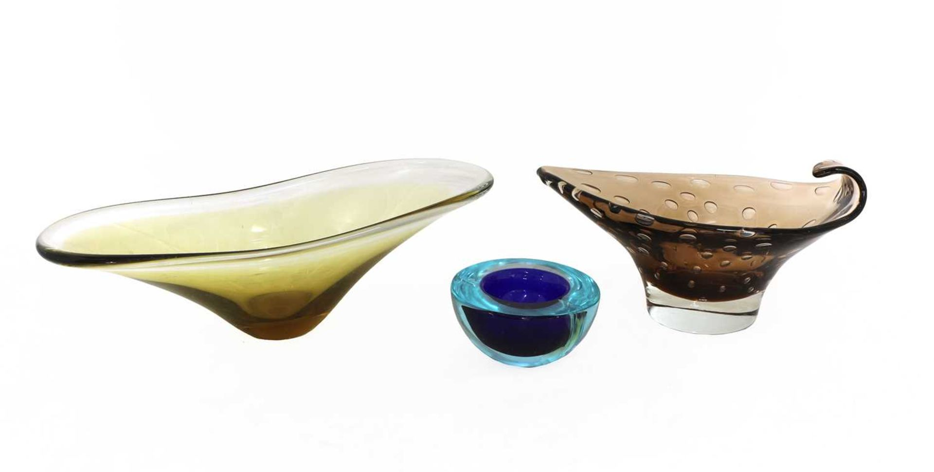 A collection of thirty coloured glass vases and bowls, - Image 4 of 12