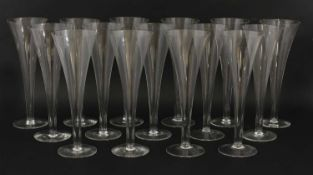 A set of fifteen modern champagne flutes,