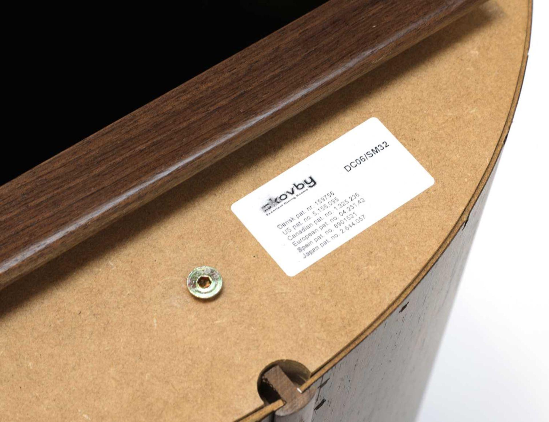 A Skovby 'Confide' walnut veneered extending circular dining table - Image 5 of 7