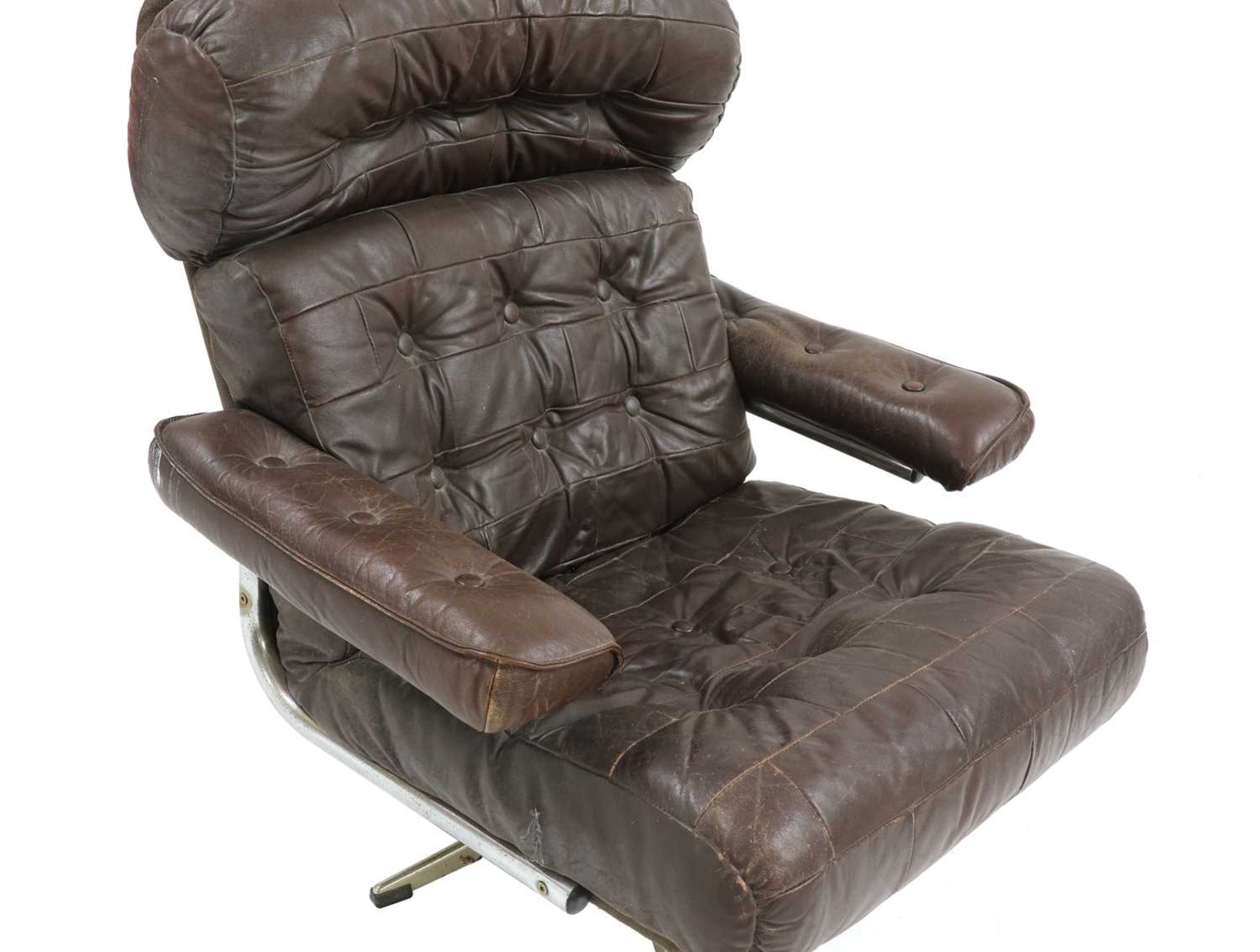 A chocolate leather lounger, - Image 2 of 4