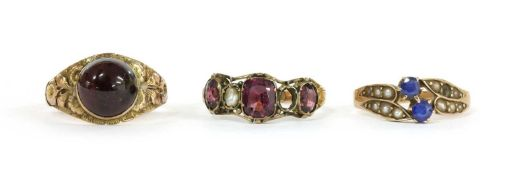 A 12ct gold garnet and split pearl ring,