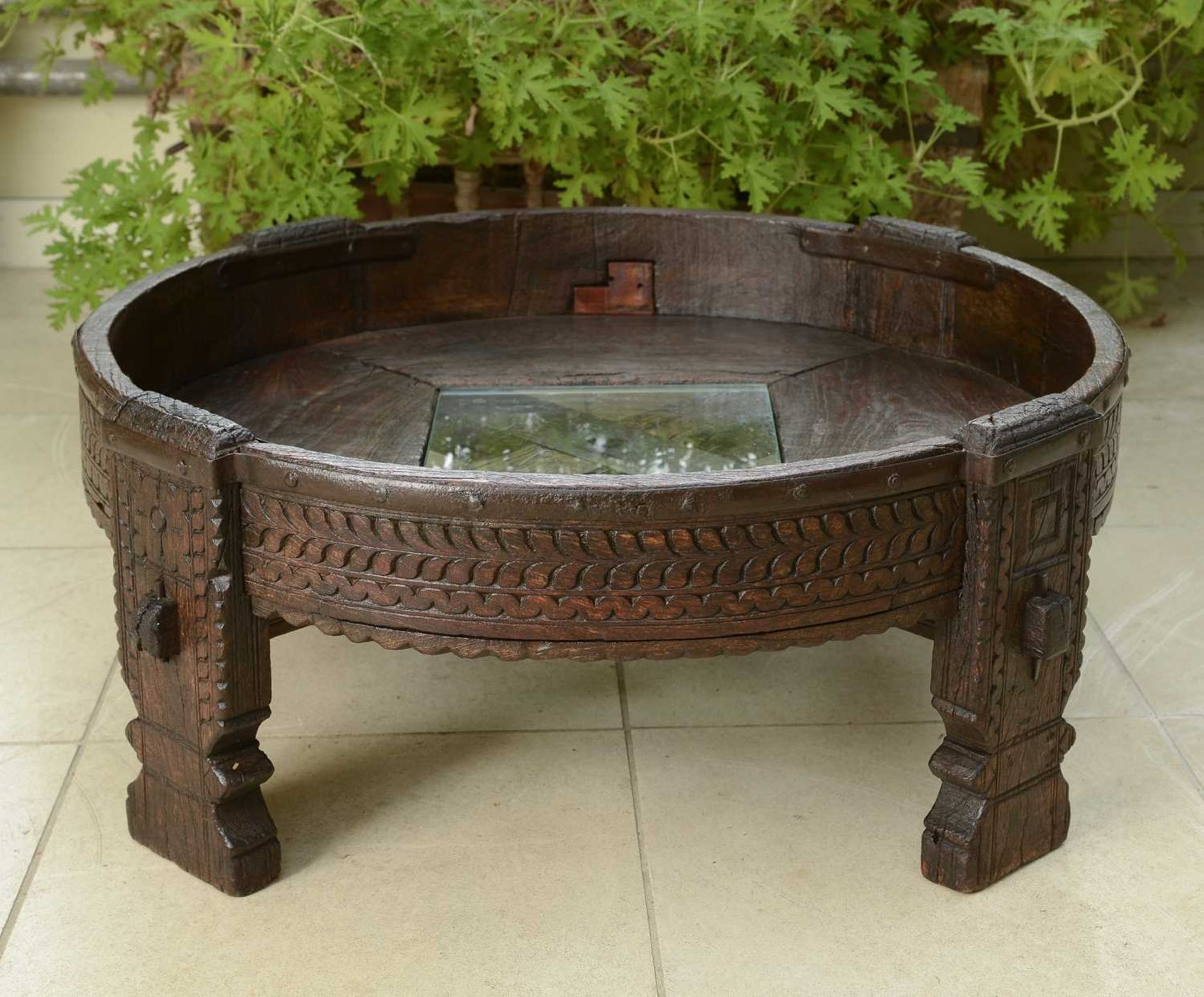 A rustic hardwood low coffee table, - Image 2 of 5