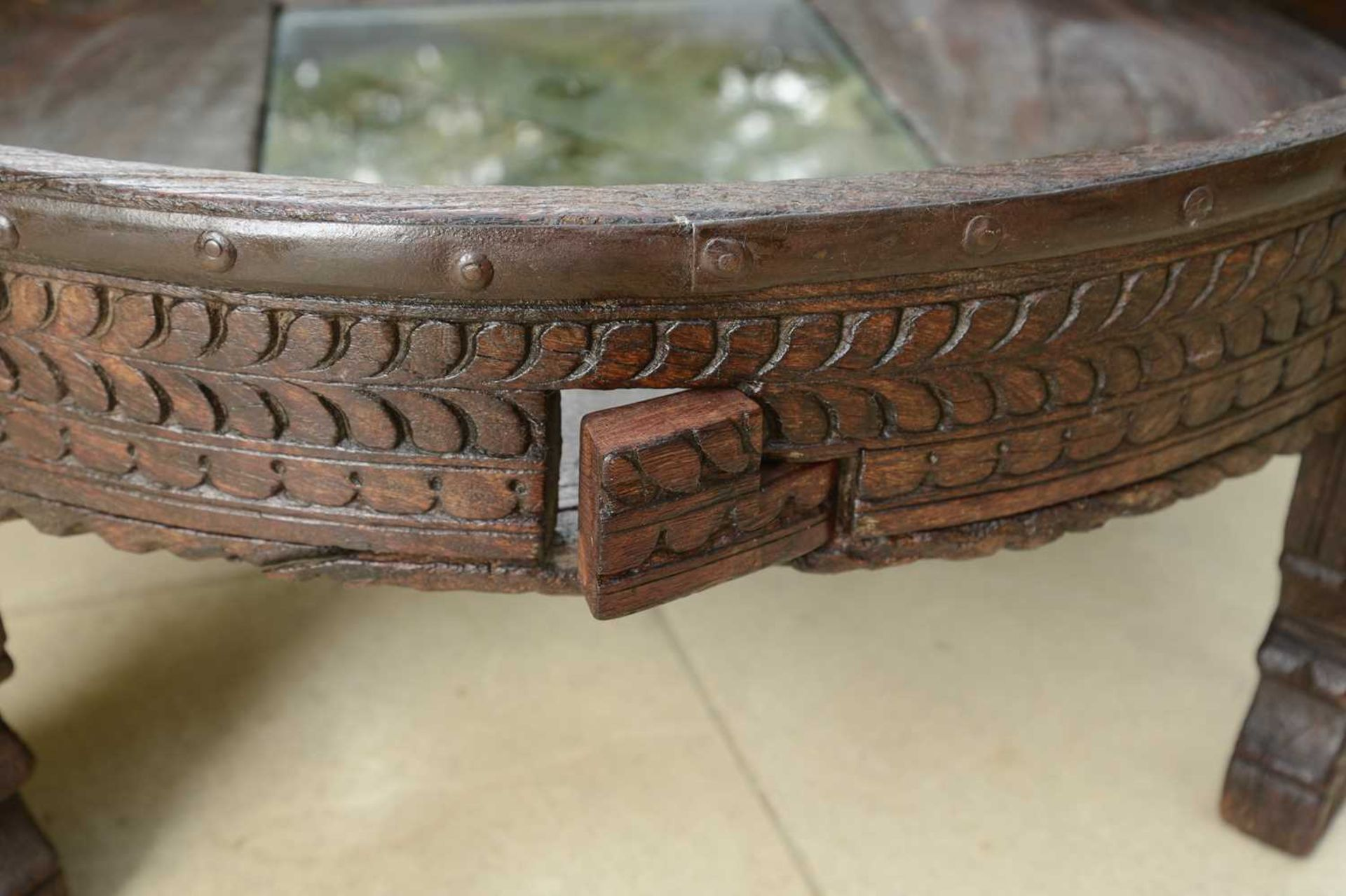 A rustic hardwood low coffee table, - Image 4 of 5