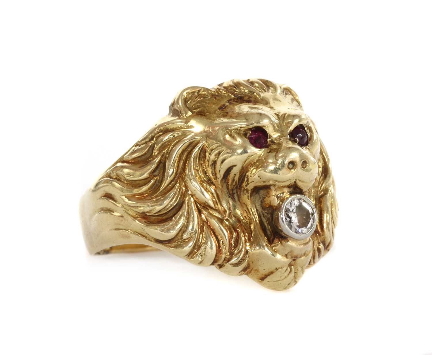 A gold lion head ring, - Image 2 of 3
