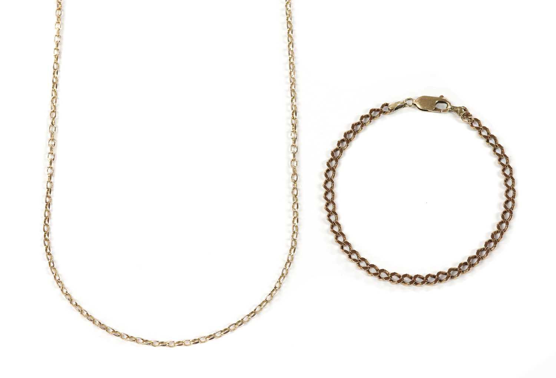 A gold curb link bracelet,