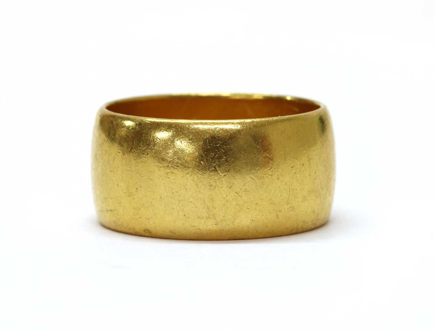 A 22ct gold wedding ring,