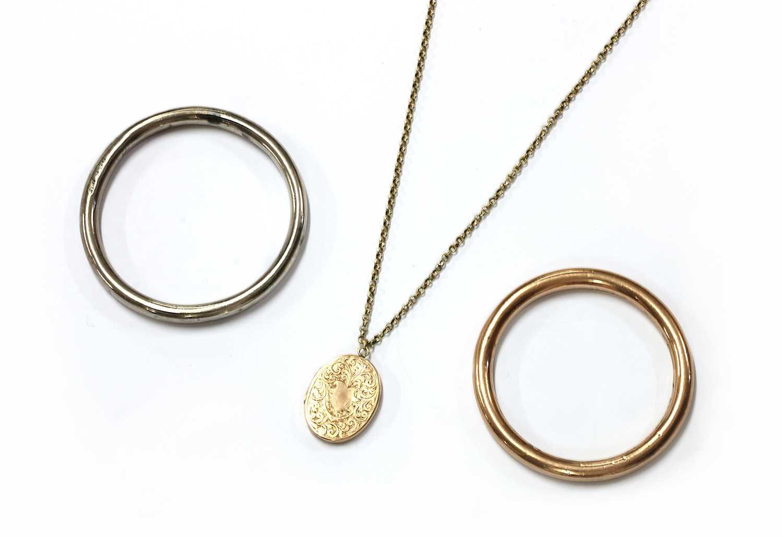 A gold belcher link chain,