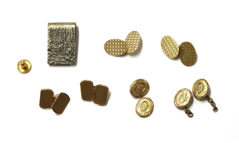 A quantity of gentlemen's jewellery,