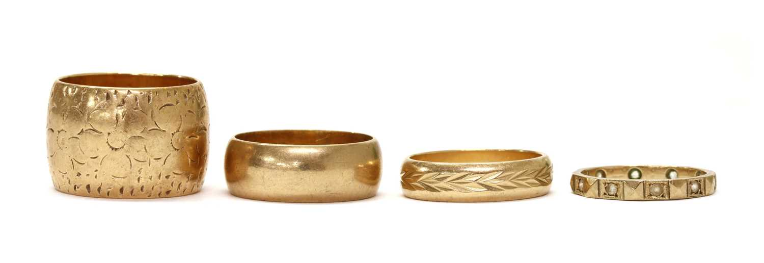 Four 9ct gold wedding rings,