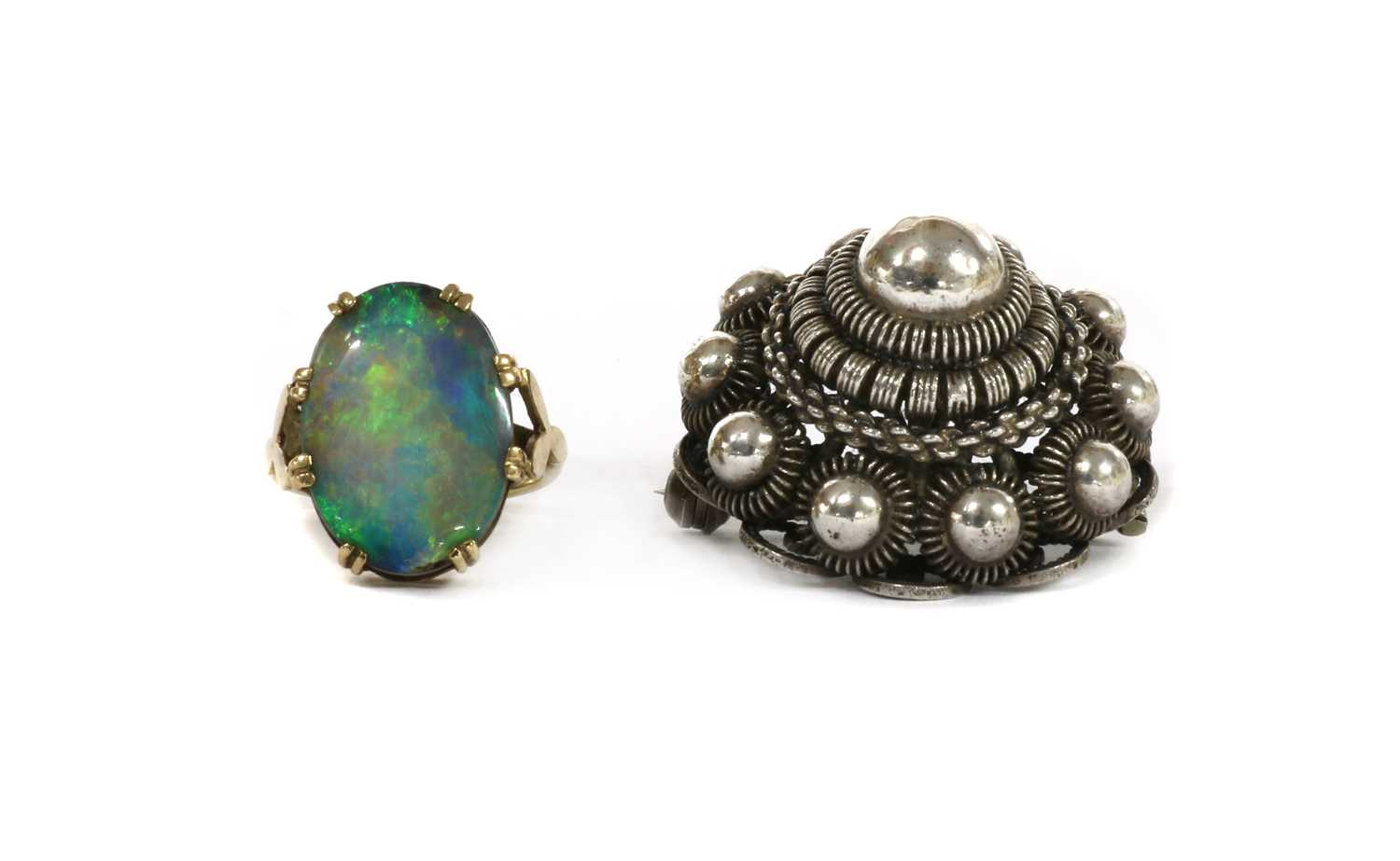 A gold single stone opal doublet ring,