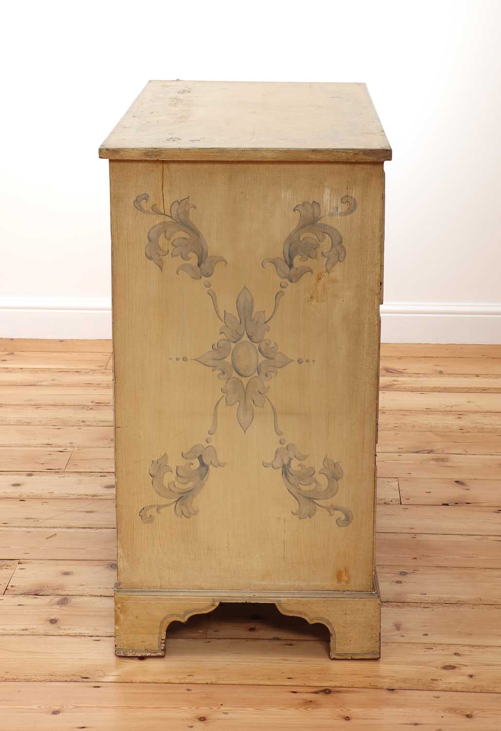A painted chest of drawers, - Image 3 of 6