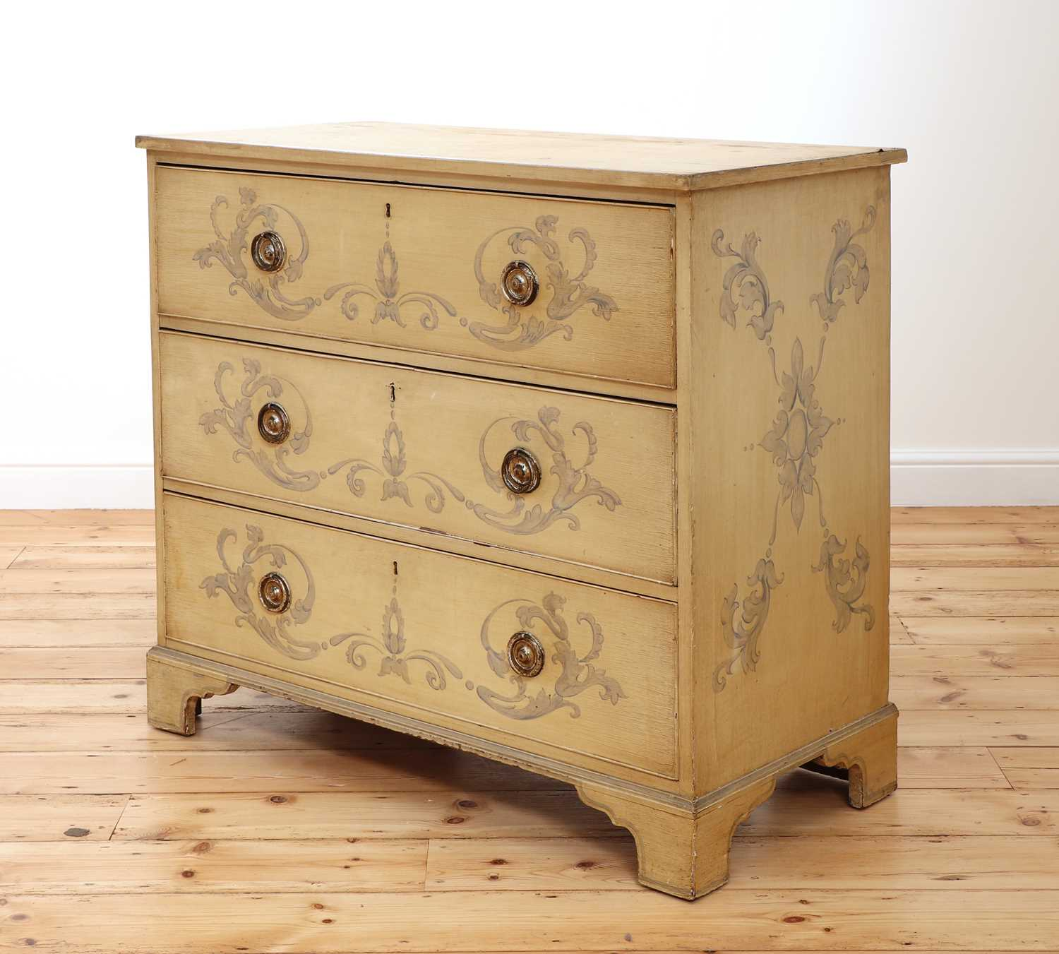 A painted chest of drawers, - Image 2 of 6
