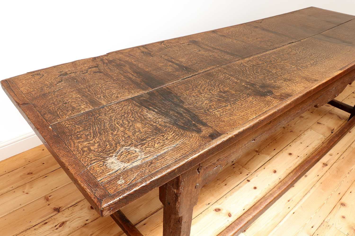 An oak refectory table, - Image 4 of 8