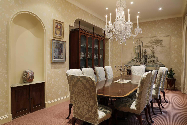 A George III-style cut-glass ten-light chandelier, - Image 3 of 3