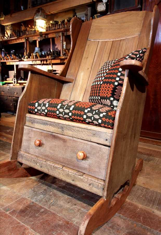 A rocking lambing chair, - Image 8 of 8