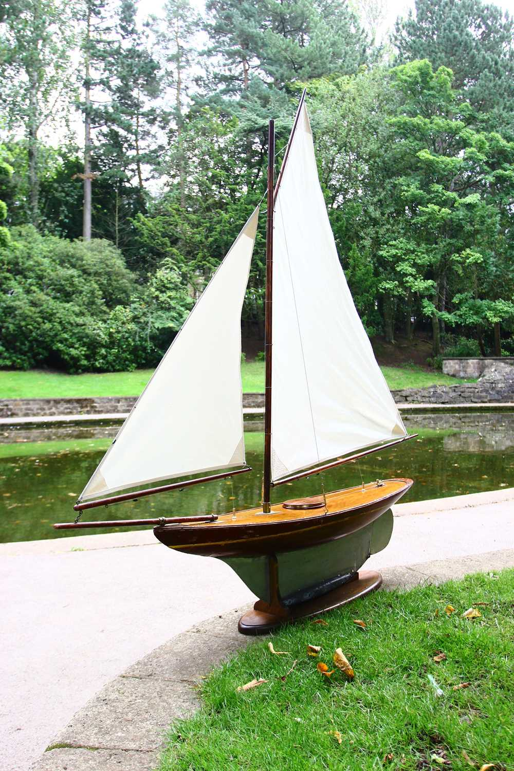 A large rigged pond yacht, - Image 6 of 6