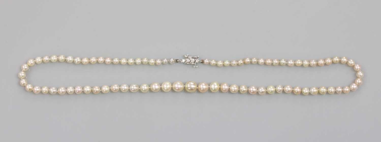 A single row graduated natural saltwater pearl necklace, - Image 2 of 12