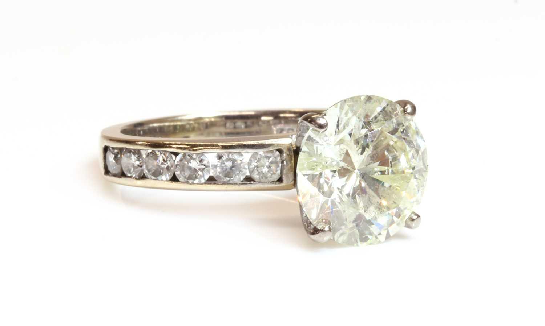 A single stone diamond ring, - Image 4 of 4