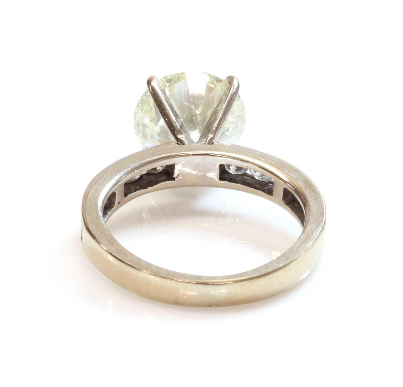A single stone diamond ring, - Image 3 of 4