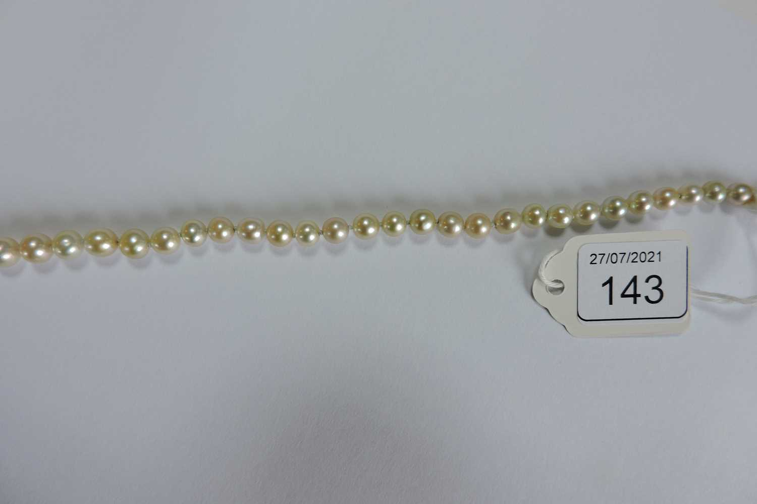 A single row graduated natural saltwater pearl necklace, - Image 9 of 12