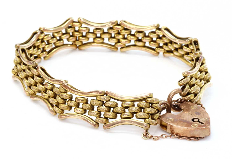An Edwardian 9ct gold gate bracelet,