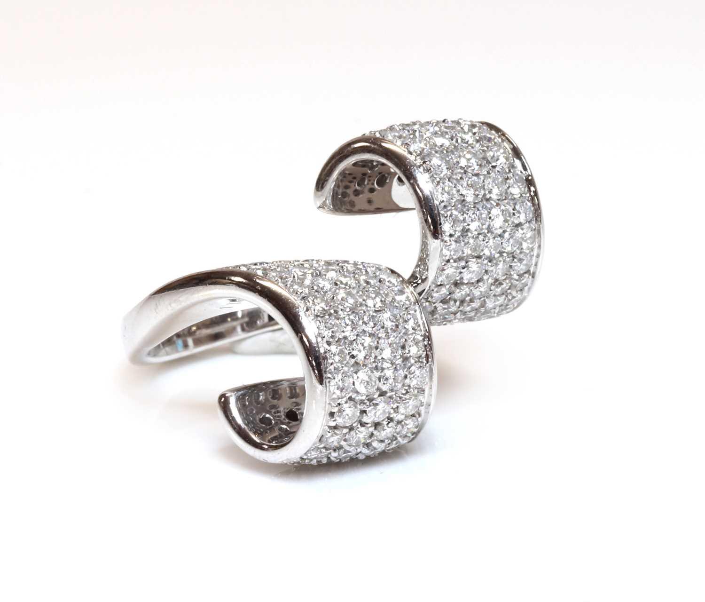 An Italian white gold diamond set ring by Io Si,