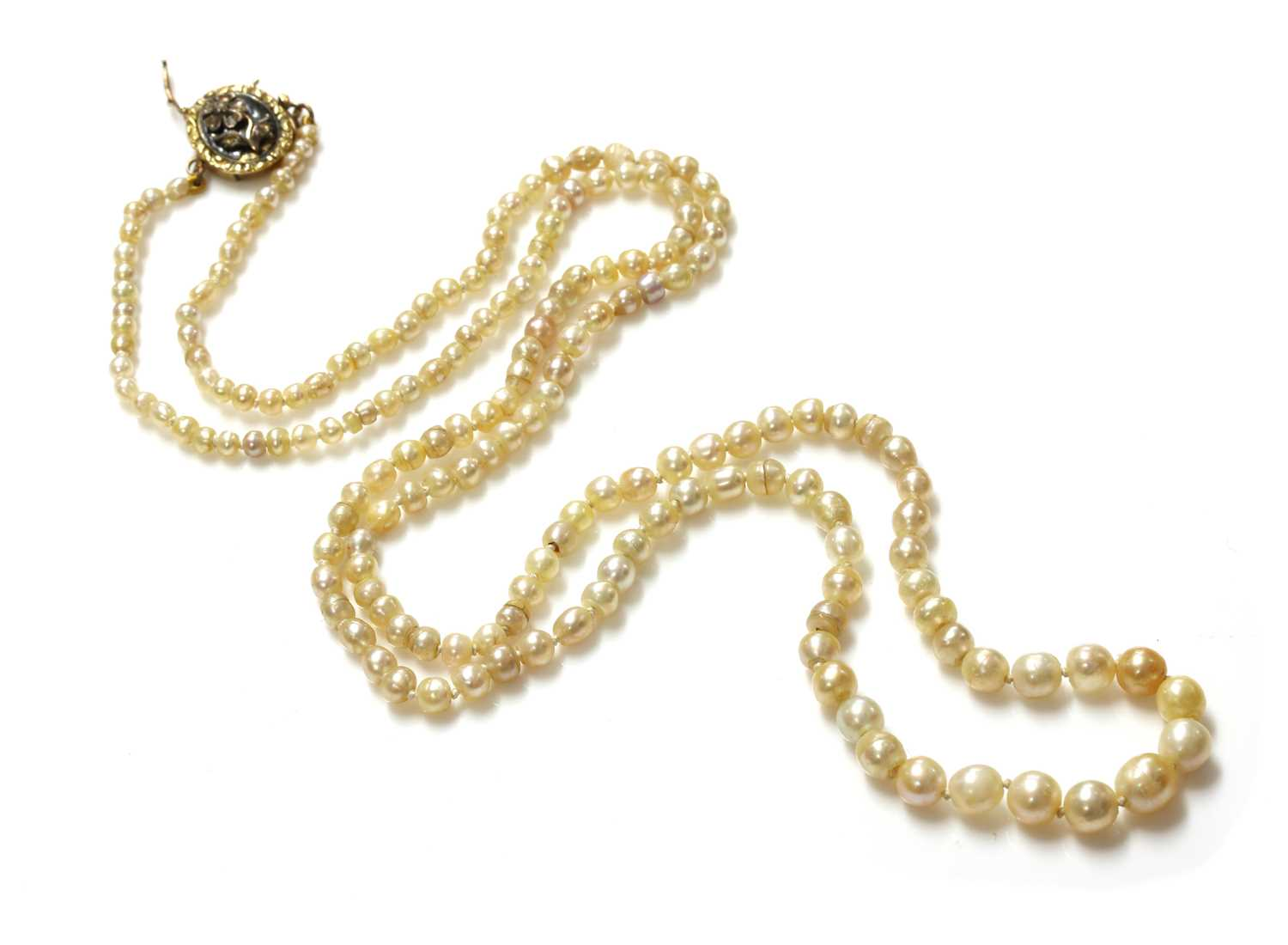 A single row graduated pearl necklace,