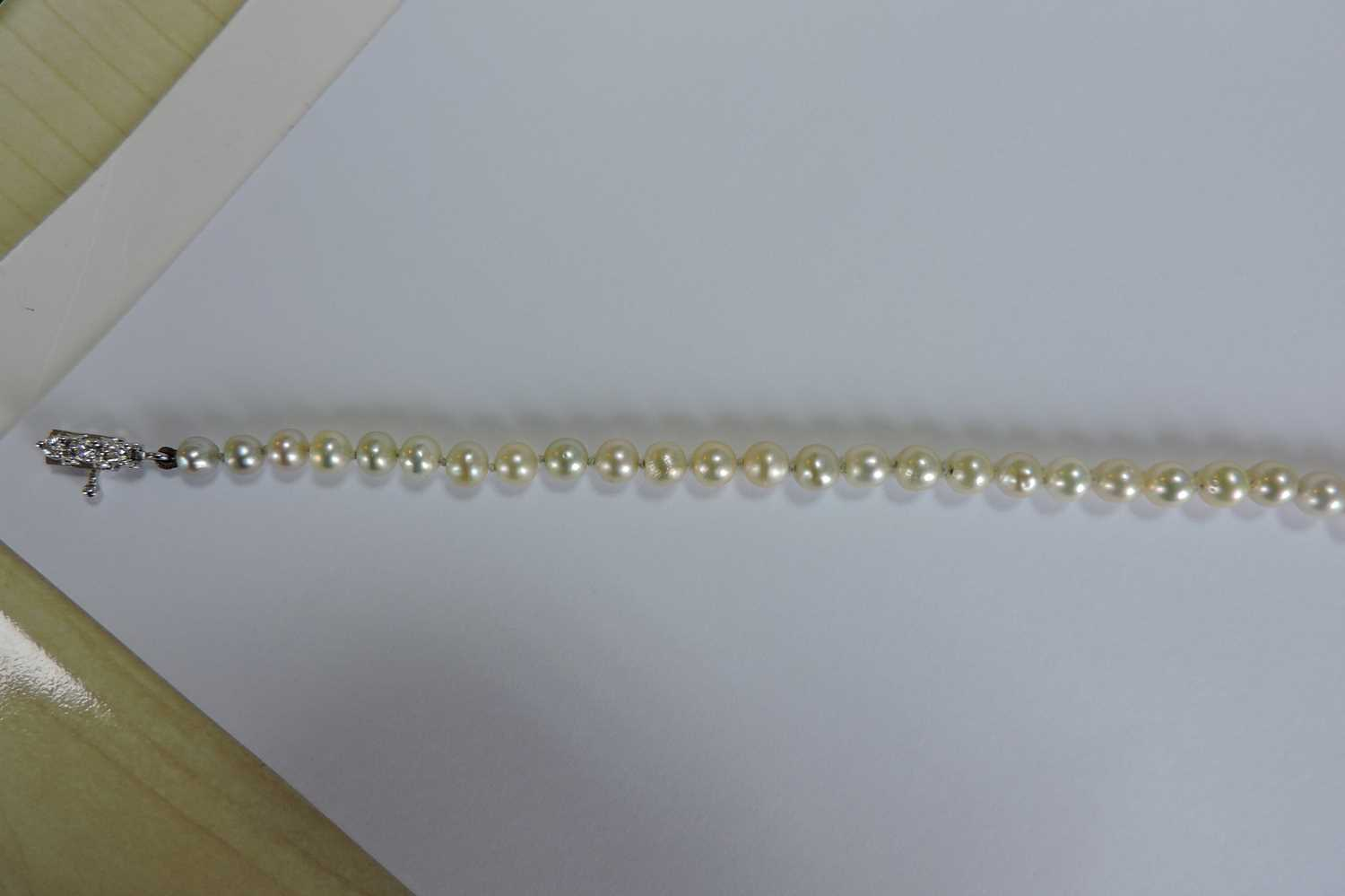 A single row graduated natural saltwater pearl necklace, - Image 10 of 12