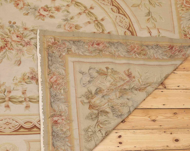 A flatweave Aubusson design rug - Image 6 of 6