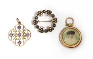 An Edwardian gold sapphire and split pearl wreath brooch,