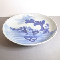 Early Qing Dynasty, early Qianlong period - a Chinese porcelain dish decorated in underglaze blue