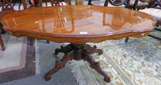 OVAL MAHOGANY COFFEE TABLE ON 4 SHAPED SUPPORTS,