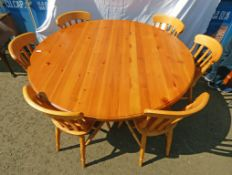 21ST CENTURY PINE CIRCULAR KITCHEN TABLE ON PEDESTAL & SET OF 6 PINE KITCHEN CHAIRS