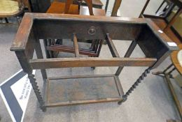 EARLY 20TH CENTURY OAK STICK STAND WITH BARLEY TWIST SUPPORTS,
