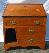 EARLY 20TH CENTURY ARTS & CRAFTS INLAID OAK BUREAU WITH FALL FRONT OVER 3 DRAWERS 98CM TALL X 80CM