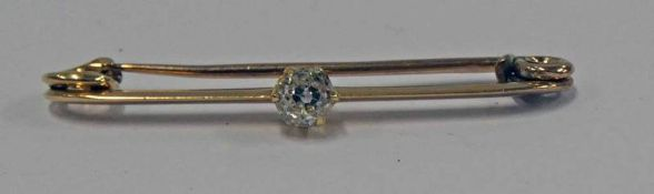 EARLY 20TH CENTURY DIAMOND SET BAR BROOCH, THE OLD-CUT DIAMOND APPROX. 0.